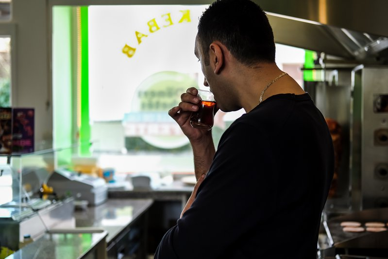 <p>Alparslan sipping tea while waiting for customers, 2016. Photo by Oğuz Alyanak.</p>