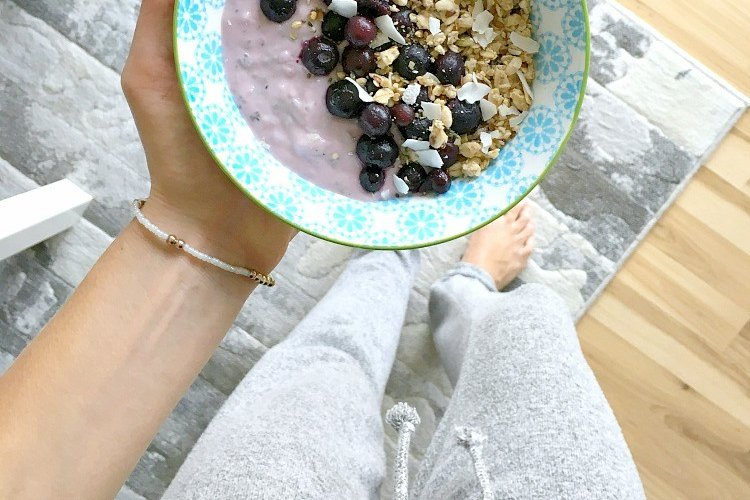 "<p>Shannon Leparski of ""The Glowing Fridge"" shares her breakfast smoothie bowl framed by slim, white legs and a polished hardwood floor: <a href=""https://www.theglowingfridge.com/what-i-ate-wednesday-9/"">https://www.theglowingfridge.com/what-i-ate-wednesday-9/</a>.</p>"