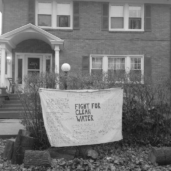 <p>Figure 7.1<br>Banner outside a Flint home. Christina Murphy.</p>