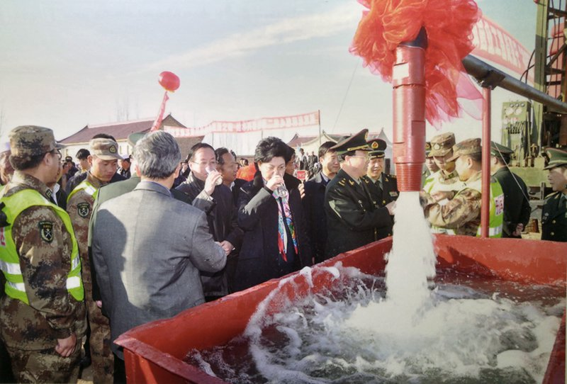 Politicians and military personnel testing the water delivered through the new city's water infrastructure. Source: Re-photographed image presented in Ningxia's Musuem of Immigration.