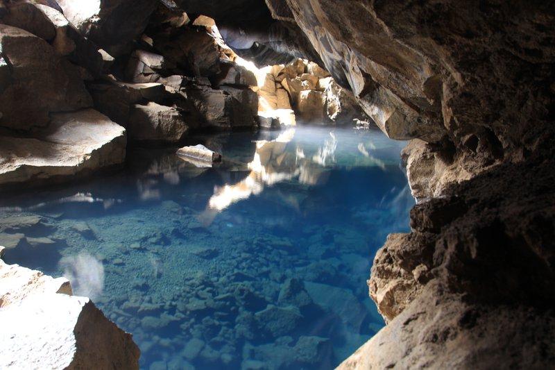 <p>Grjotagja Cave</p>