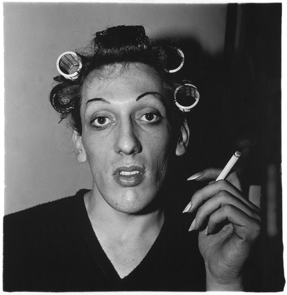 <p>A young man in curlers at home on West 20th Street, N.Y.C., 1966. (Photo by Dianer Arbus)</p>